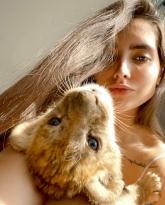 İranlı modelin İstanbul'daki lüks rezidansında yavru aslan ve piton yılanı çıktı
