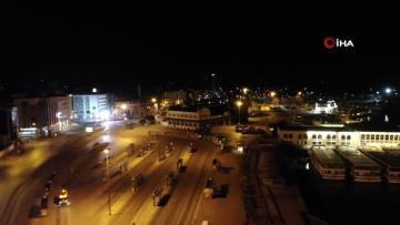 Sokağa çıkma yasağının bitmesinin ardından Kadıköy Meydanı'nda sessizlik