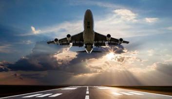 Katar'a gizemli bir uçak indi! Hangi amaçla bölgeye geldiği büyük merak konusu