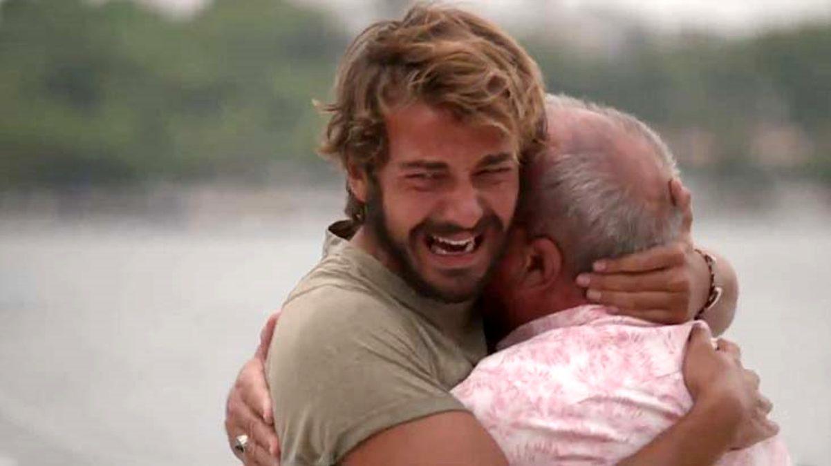 Survivor da duygusal anlar! Cemal Can ın babası oğlunun dizlerindeki yaraları öptü