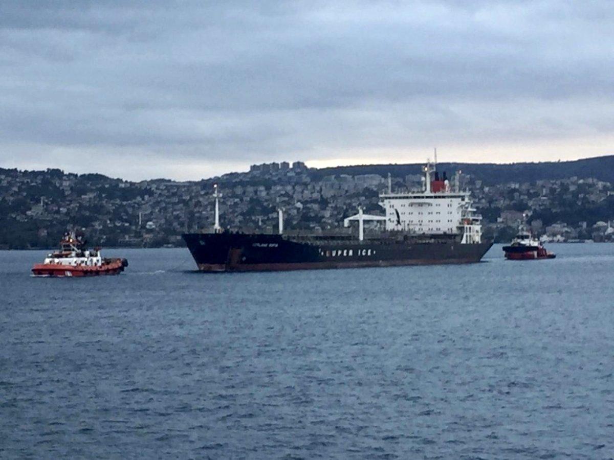 İstanbul boğazında arıza yapan tanker sürüklendi