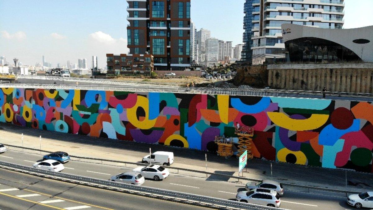 Tepki toplayan dev grafitiler havadan görüntülendi